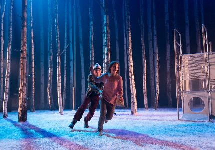 Let The Right One In Production Shot official Theatre 1